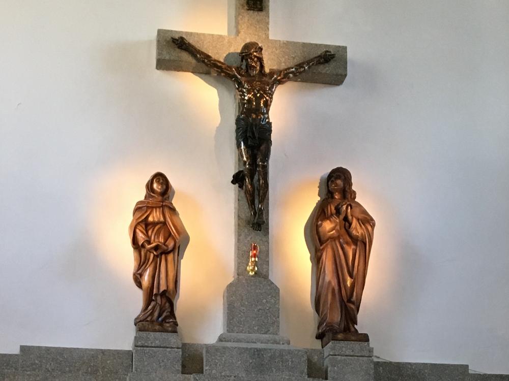 Nowe rzeźby w kościele na Ślęży