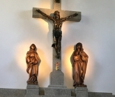 Nowe rzeźby w prezbiterium - VII 2018