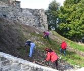 Sprzątanie okolic kościoła na Ślęży - X 2013